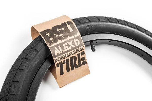 BSD Donnasqueak Tire-0